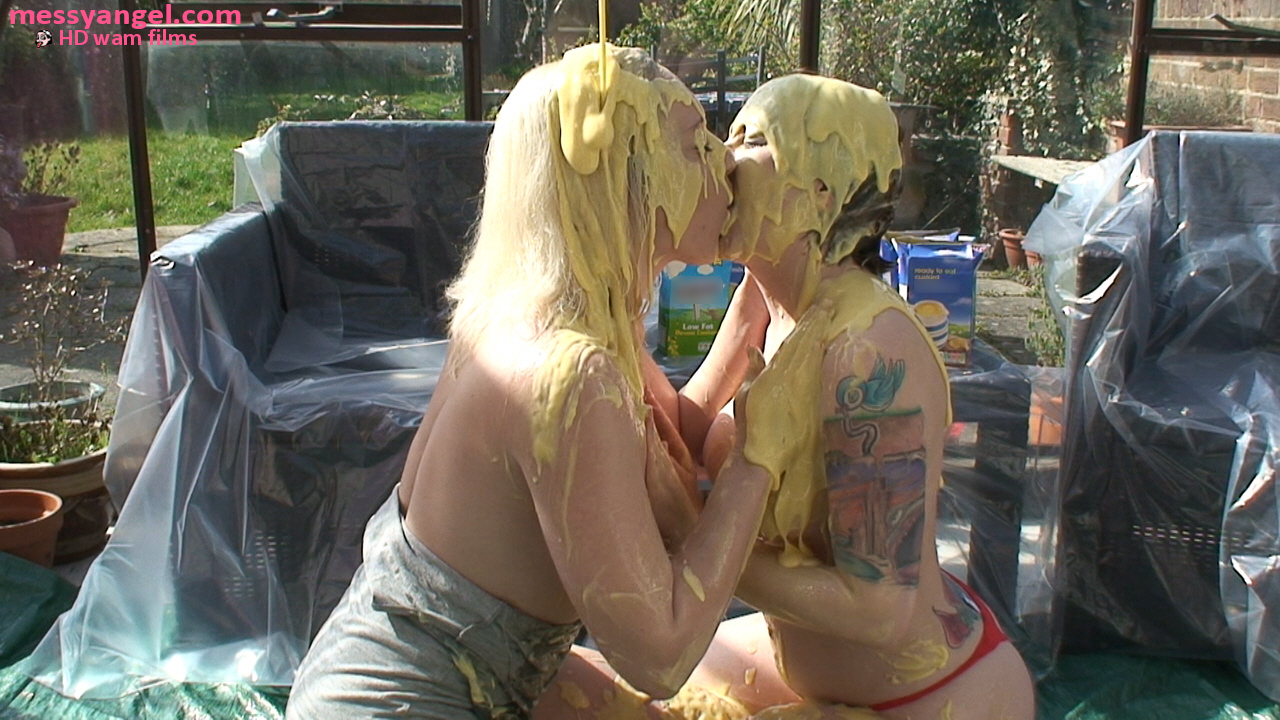 custard_kissing_girls_006