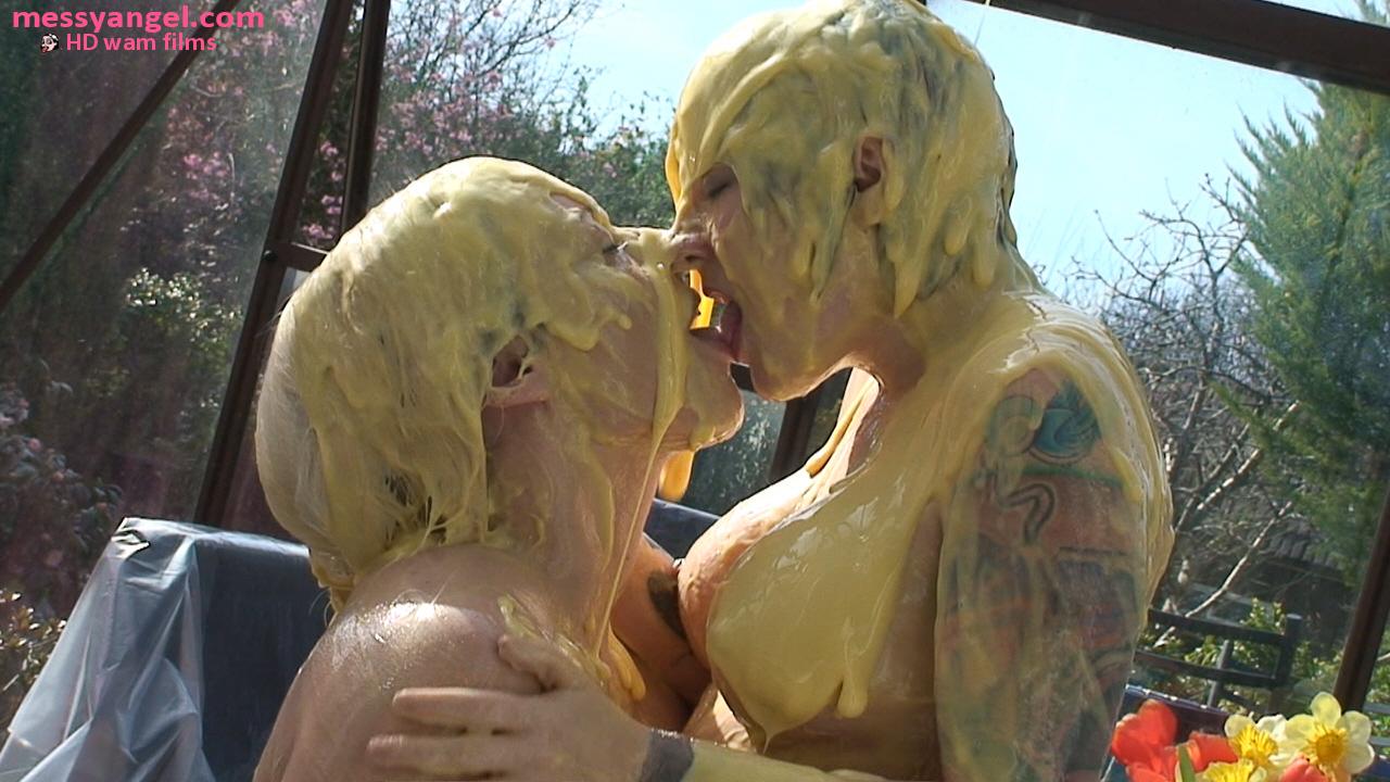 custard_kissing_girls_009