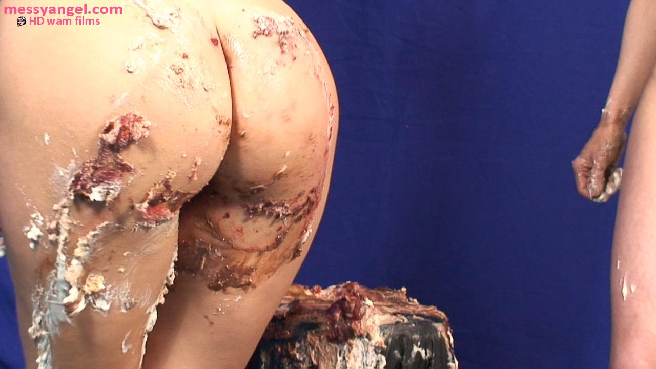 cake_sitting_girls_007