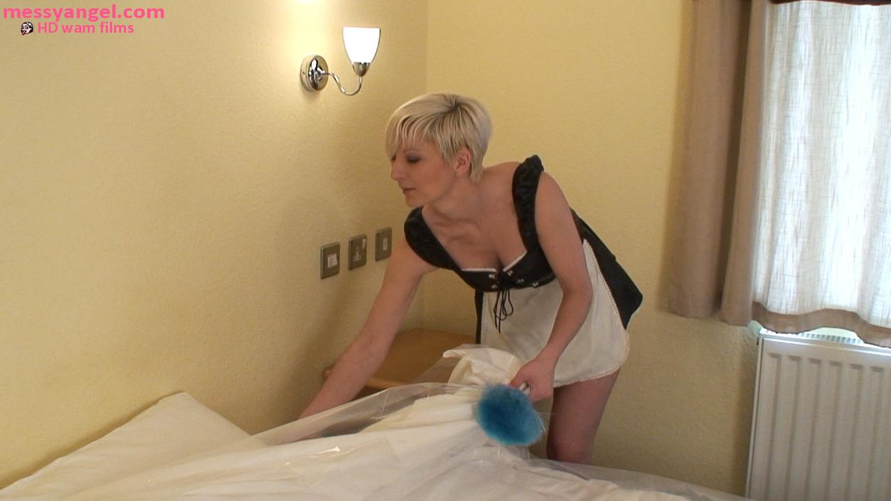 sexy_maid_sploshing_001