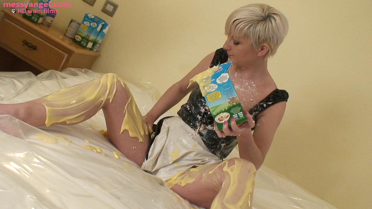 sexy_maid_sploshing_004