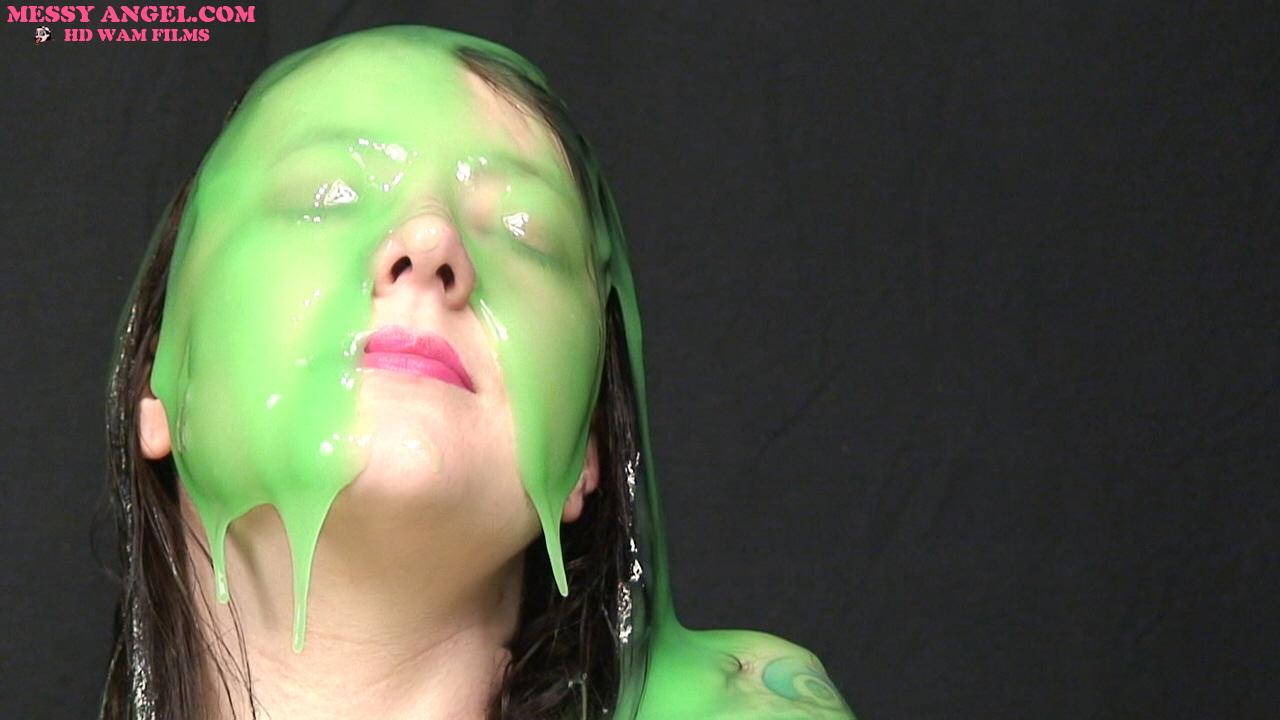 nude_girl_masturbating_in_green_slime_007