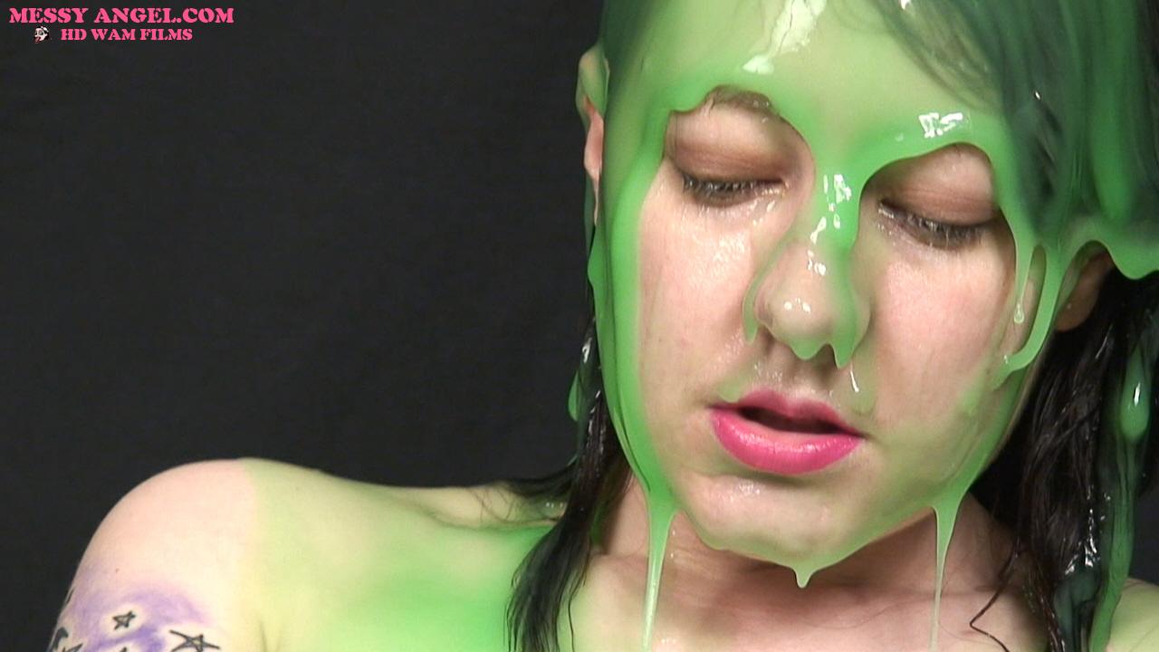 nude_girl_masturbating_in_green_slime_011