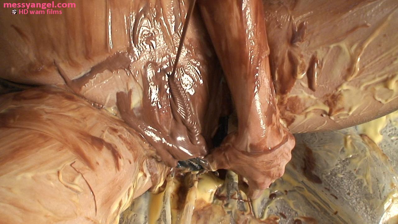 sophia_custard_chocolate_sploshing_015