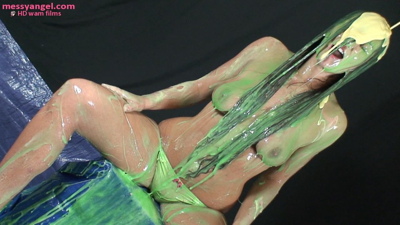 girl_covered_in_green_slime_016