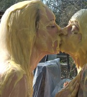 custard_kissing_girls_007
