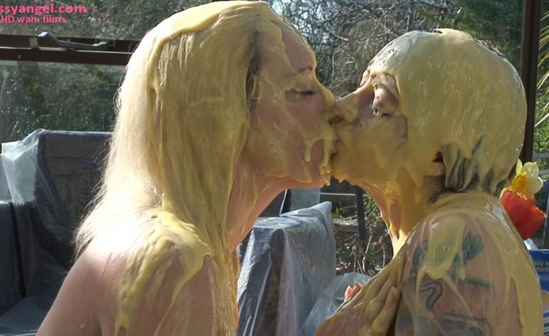 custard_kissing_girls_007